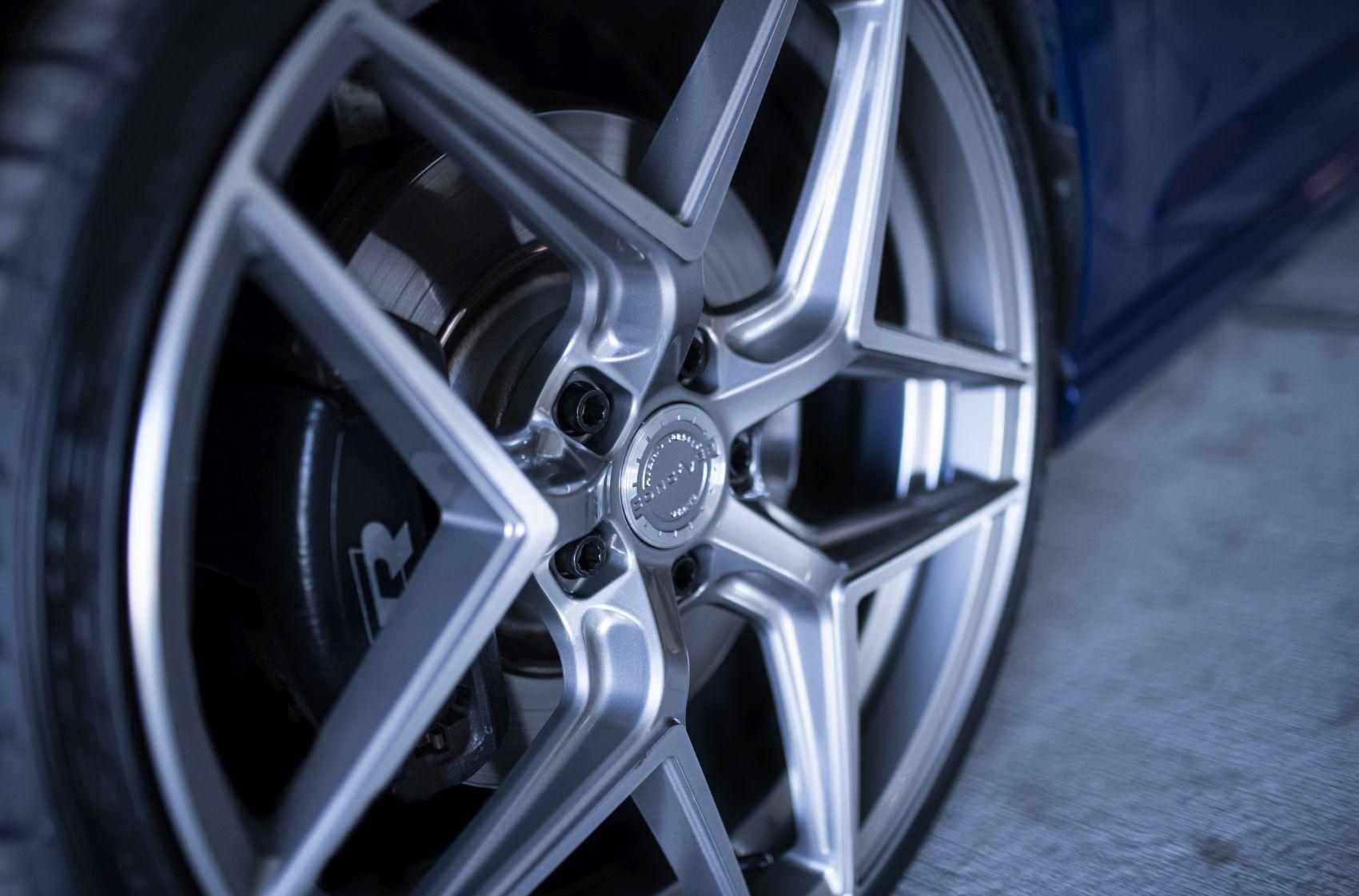 Golf / R / GTI Concaver CVR2 Brushed Titanium