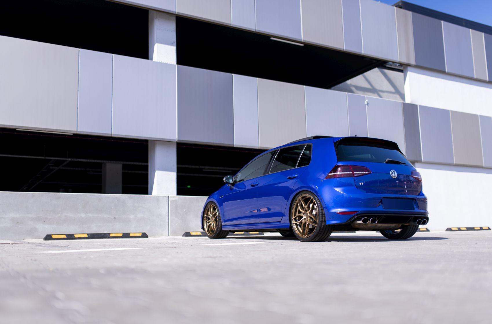 Volkswagen Golf / R / GTI Concaver CVR3 Brushed Bronze