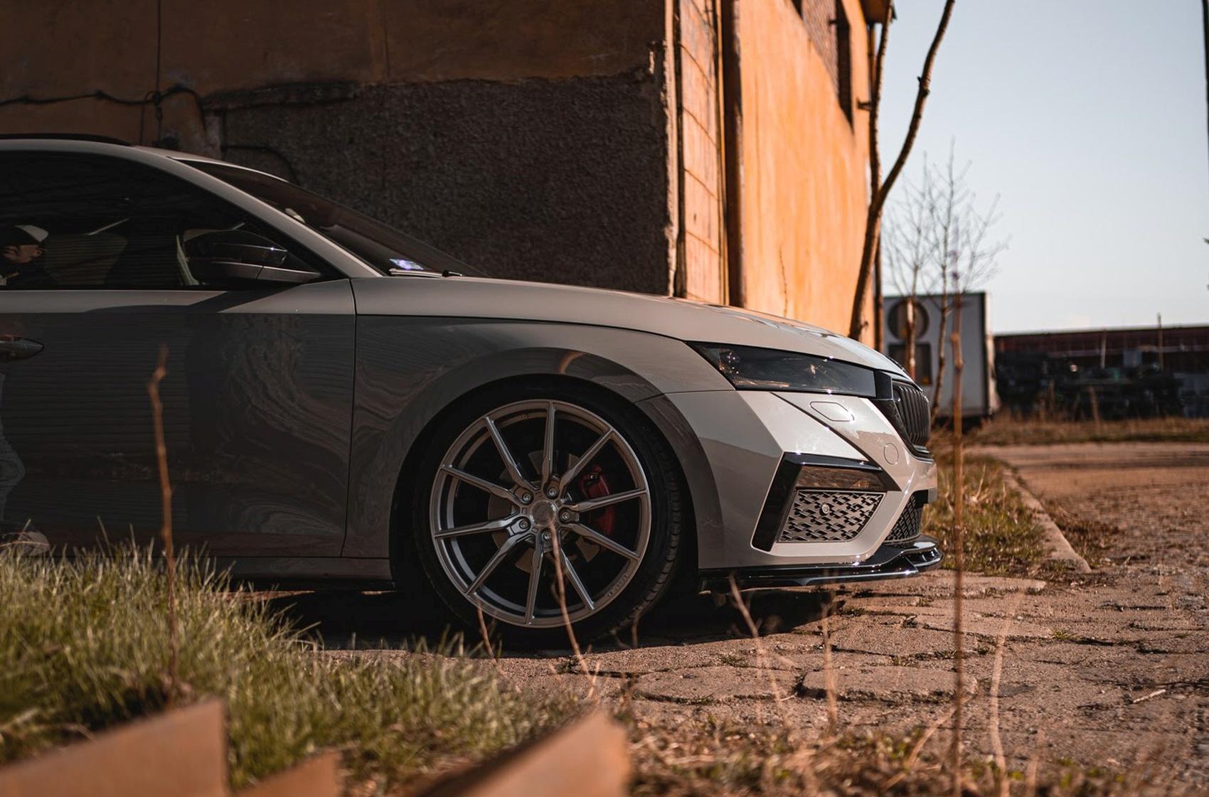 Škoda Octavia Concaver CVR4 Brushed Titanium